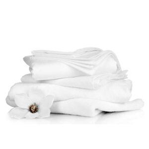 Weisse Bettdecke für Allergiker vor weissem Hintergrund